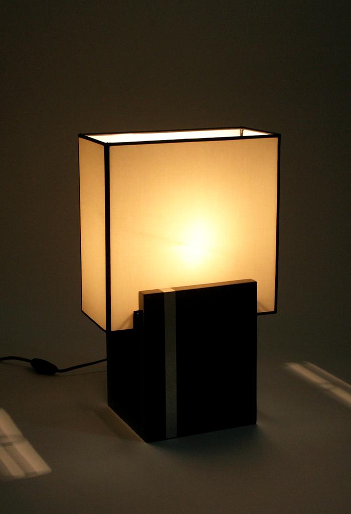 nachttischlampe silberstreifen. Black Bedroom Furniture Sets. Home Design Ideas